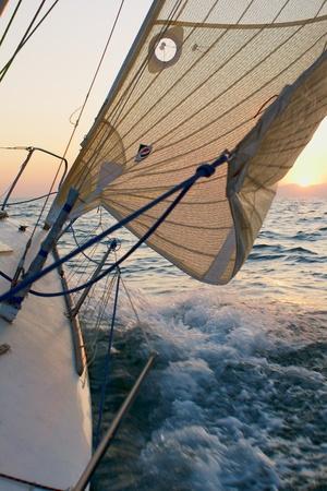 Yaghting adventure people on the sea 版權商用圖片 - 11992049