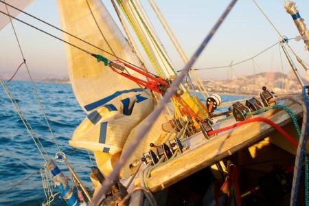 Yaghting adventure people on the sea 版權商用圖片 - 11992046