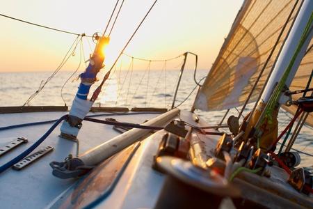 yacht race: Yaghting personas de aventura en el mar Foto de archivo
