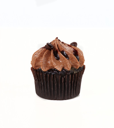 cupcakes isolated: Cupcake with cream on the white background