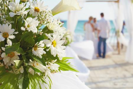 Decoraties voor bruiloft ceremonie op Boracay eiland strand