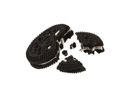 Close-up geïsoleerde zwarte cookies tegen hite achtergrond, computer gegenereerde afbeelding in high definition