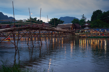 Laos, Van Vieng city landscape with river and mountains 新聞圖片