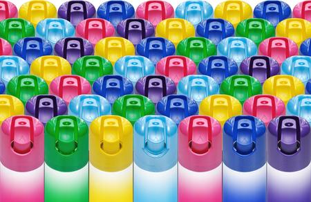인젝터에 착색 된 플라스틱 마개가있는 에어로졸 캔