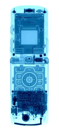 白地にブルーの色調で x 線の下で携帯電話