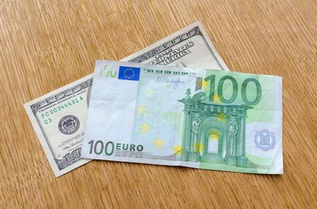 signo de pesos: euro frente al dolar