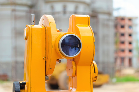 teodolito: teodolito óptico Foto de archivo