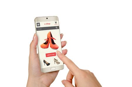 女性の手でスマート フォンでのオンライン ショッピング 写真素材