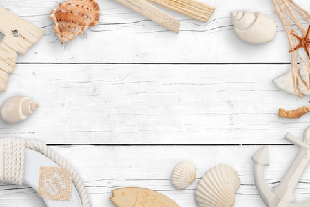 Objects from the sea on a white wooden table. Concept of summer travel with empty space for text. Standard-Bild - 121937065