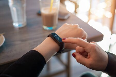 Girl uses apss on her smart band to view health parameters
