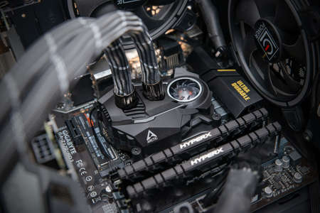Sarajevo, Bosnia and Herzegovina - December 29, 2020: Arctic Liquid Freezer II all-in-one water cooling pump mount on Intel processor 新聞圖片