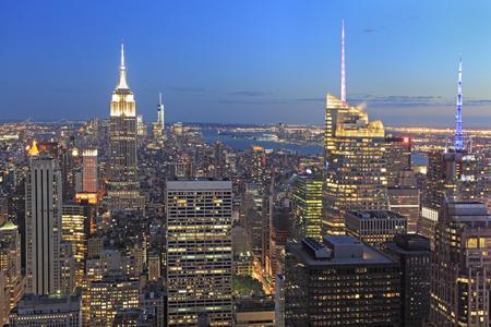 bilding: New York City skyline at dusk, NY, USA