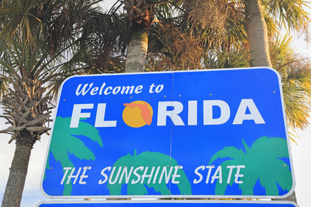 sunshine state: Welcome to Florida sign