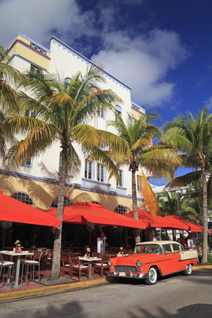 major ocean: Old car and restaurants on Ocean Drive, the major thoroughfare in the South Beach in Miami Beach, FL, USA