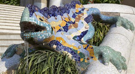 """salamandra: salamandra de Antoni Gaudy, el s�mbolo de """"Parc G�ell"""" en Barcelona, ??Espa�a Foto de archivo"""