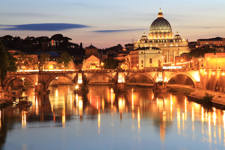 tevere: Night view at the Angelo Bridge and St. Peters Basilica in Rome, Italy