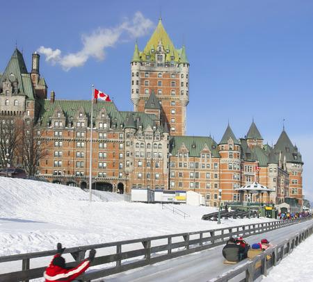 decent: Quebec City in winter, traditional slide decent