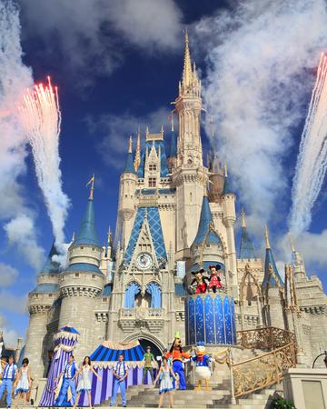シンデレラ城、ディズニーの世界の魔法の王国、オーランド 写真素材 - 51476875