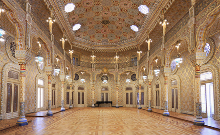 The Stock Exchange Palace (Palacio da Bolsa) in the Arab Room. The palace was built in the 19th century by the citys Commercial Association. Arabic Room, Porto. 新聞圖片