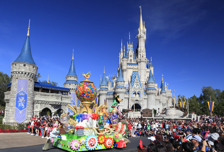Christmas Parade in Magic Kingdom, Orlando, Florida 新闻类图片