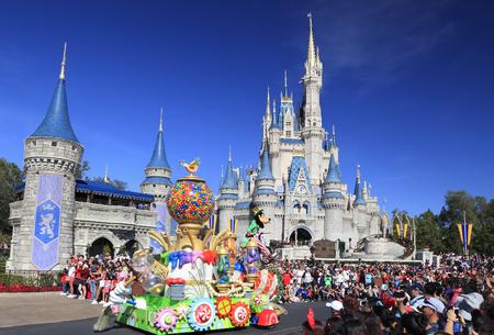 Christmas Parade in Magic Kingdom, Orlando, Florida Redactioneel