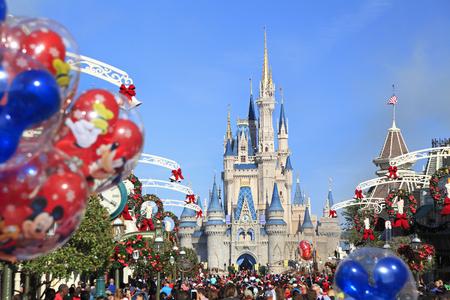 Main Street and Cinderella Castle in Magic Kingdom, Florida Editoriali