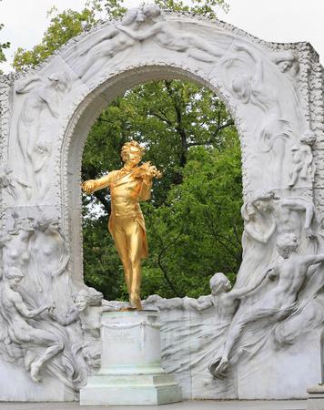 Johann Strauss II statue in Stadtpark, Vienna Sajtókép