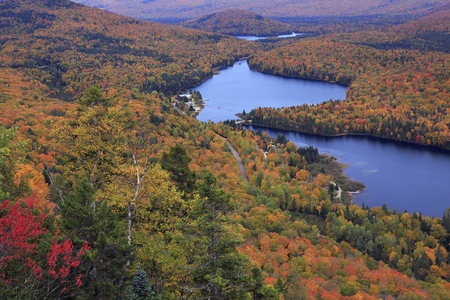 Mont Tremblant National Park with autumn colors, Canada 免版税图像