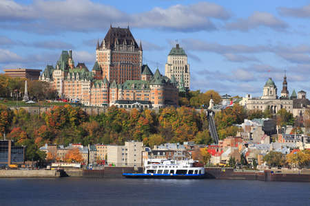 Quebec City skyline and St Lawrence River in autumn, Canada 免版税图像