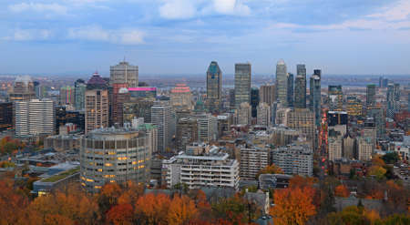 Aerial view of Montreal skyline in autumn at dusk, Quebec, Canada 新闻类图片
