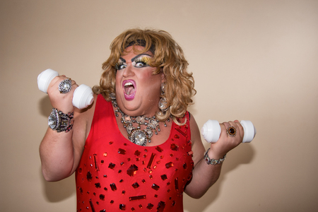 Funny travesty actor. Drag queen and sport. Fat man and make-up 版權商用圖片 - 105788670