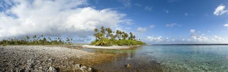 Paradise plage de sable blanc et palmiers d'une �le tropicale vue panoramique