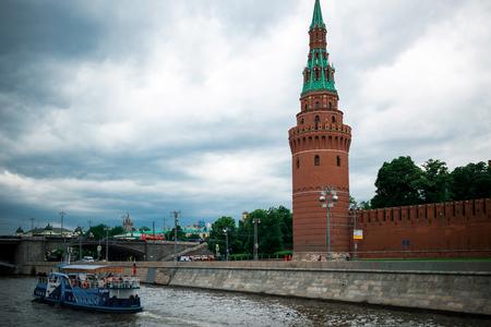 parapet wall: Moscow, Russia - June 5, 2016: Bolshoy Moskvoretsky Bridge. Vodovzvodnaya tower of Moscow Kremlin. Touristic ship.