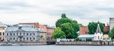 lieutenant: St.Petersburg, Russia - May 19, 2016: English embankment and Admiralty docks. View from Lieutenant Schmidt embankment. Editorial