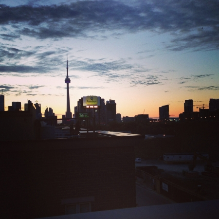 Torontos skyline at sunset from the westend Stock Photo - 20906744
