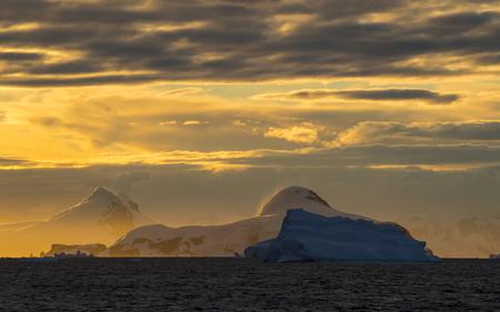 expanse: Antarctica view form the ship