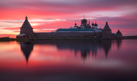 Fantastically beautiful pink sunset on the Holy Lake with a view of the Solovetsky Spaso-Preobrazhensky Transfiguration Monastery. White Sea, Russia, Arkhangelsk region, Solovki island Reklamní fotografie