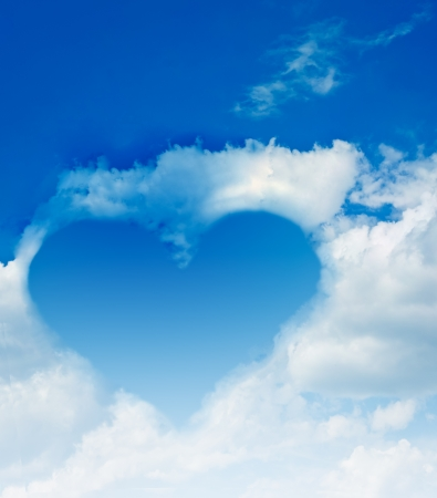 Heart made from cloud in the blue sky Stock Photo - 9837135