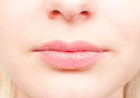 nariz: Detalles de primer plano del rostro de una mujer - la nariz y la boca