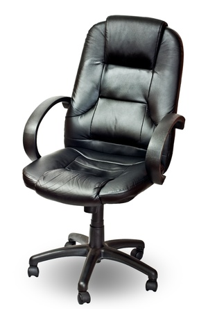imitation leather: La sedia da ufficio di finta pelle nera. Isolato