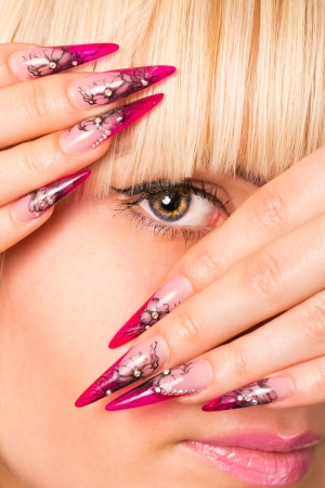 bruit: Young beautiful blonde with a nice manicure