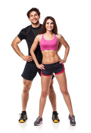 fitness hombres: Atl�tico pareja - hombre y mujer despu�s del ejercicio f�sico sobre el fondo blanco
