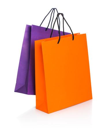 흰색 배경에 리플렉션 사용 하여 두 개의 종이 쇼핑백