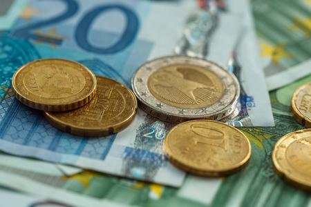 Geld euromunten en bankbiljetten Stockfoto