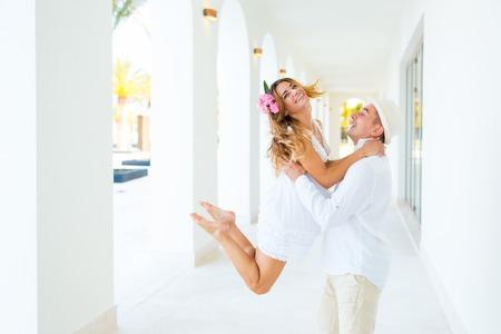 parejas romanticas: La felicidad y la escena romántica de parejas amor socios. Concepto de la boda