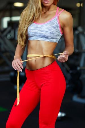 elasticidad: Mujer medir la forma perfecta de la cintura hermosa, estilos de vida saludables concepto