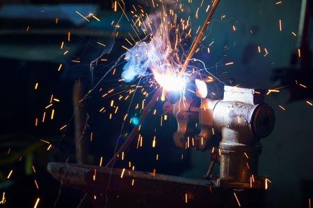 溶接金属のクローズ アップ