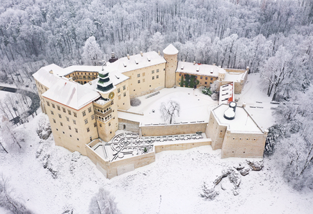Aerial view oh historic renaissance castle Pieskowa Skala near Krakow in Poland in winter. Built on a steep cliff Imagens