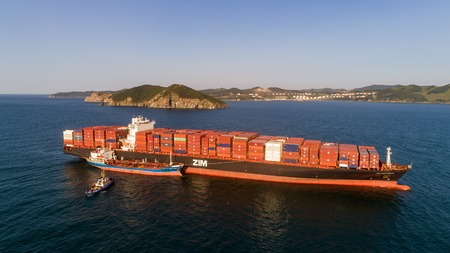 russkiy: Nakhodka. Russia - August 30, 2017: Bunkering tanker Ostrov Russkiy a large container ship ZIM San Diego. Editorial