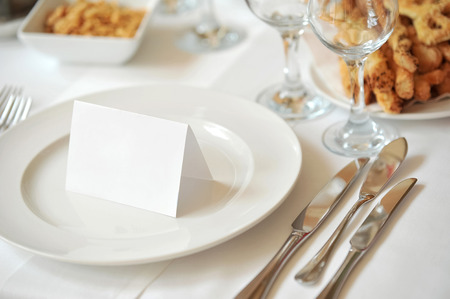 Restaurant tableware with invitation note